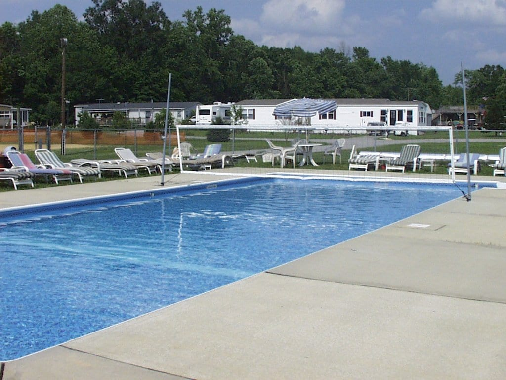 White Tail - Outdoor Swimming Pool