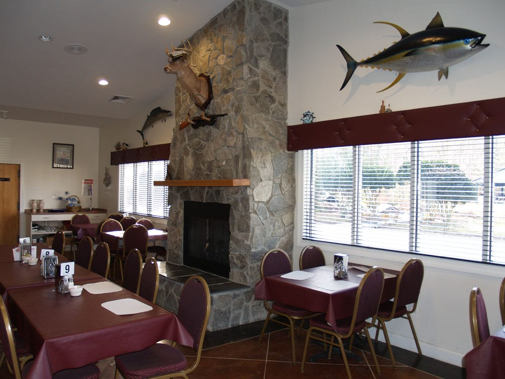 Tradewinds Restaurant at White Tail Resort
